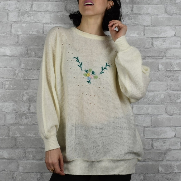 Vintage Large White knit floral sweater pullover